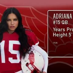 Victoria's Secret: Mit dabei ist auch Adriana Lima, die als Quarterback besonders mit ihren gefährlich heißen Blicken den Gegnern das Fürchten lehrt.