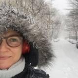 Sie traut sich dann aber auch noch in den Schnee nach draußen.