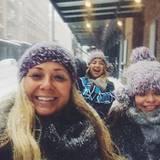 Kate Hudson geht mit ihren Freundinnen im Blizzard spazieren.