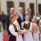 """9.Juli 2016: Fürst Albert ist aus dem glamourösen Monaco ins beschauliche Gotha in THüringen gereist. Er besuchte dort eine Ausstellung rund um """"Die Ernestiner"""" - eine alte Adelsdynastie, die auch seine Vorfahren stellt: Albert ist in 12. Generation Nachfahre von Herzog Ernst dem Frommen von Sachsen-Gotha, der zu Beginn des 17. Jahrhunderts lebte und herrschte."""