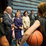 10. Mai 2016: König Carl Gustaf, Chiles Präsident Michelle Bachelet und Königin Silvia besuchen ein Aktivitätenzentrum für Jugendliche in Stockholm.