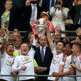 21. Mai 2016: Prinz William übergibt den FA-Cup-Pokal im Wembley Stadion an den glücklichen Sieger Manchester United.