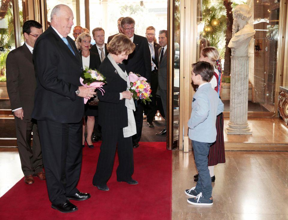 5. April 2016: König Harald und Königin Sonja werden herzlich empfangen. Das norwegische Königspaar ist zu Besuch in Rom.