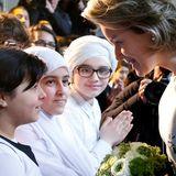 """27. April 2016: Königin Mathilde von Belgien besucht die Einrichtung """"Athenee Royal Serge Creuz"""" in Brüssels Problemviertel Molenbeek."""