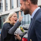 "21. April 2016: High Five! Prinzessin Mette-Marit und Prinz Haakon nehmen an der Konferenz ""Marine Proteins and Peptides Symposium 2016"" in Aalesund teil."