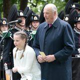 19. Mai 2016: An der Seite von ihrem Großvater Harald eröffnet Prinzessin Ingrid Alexander einen Skulpturenpark.