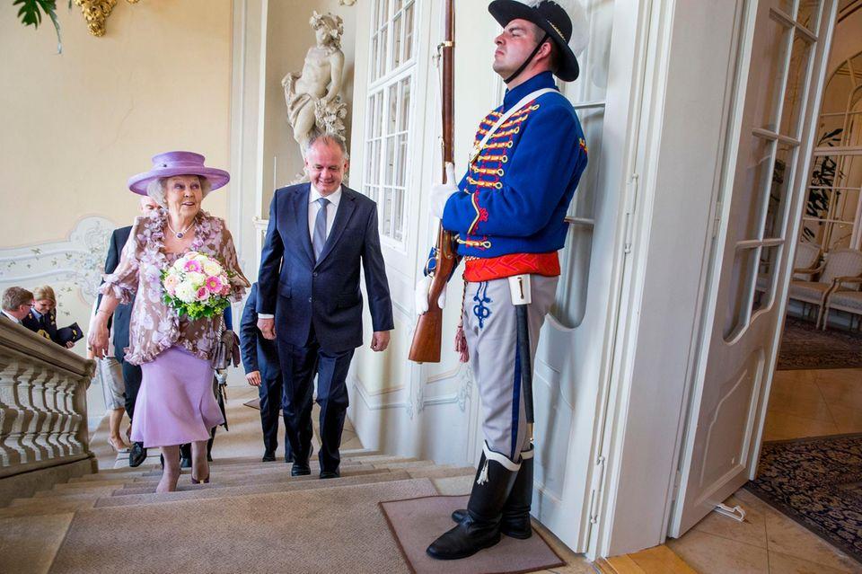 """30. Juni 2016: Prinzessin Beatrix der Niederlande eröffnet die Ausstellung """"European Stars: Miró & Cobra"""" im Danubiana Meulensteen Art Museum in Bratislava in der Slowakei."""