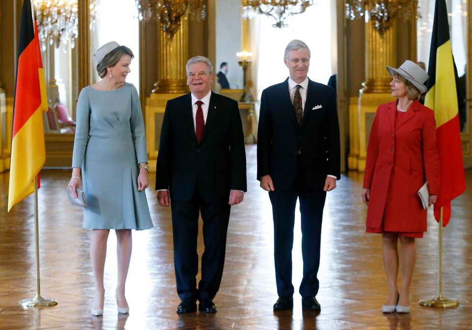 8. März 2016: Bundespräsident Joachim Gauck und seine Frau Daniela Schadt werden von Königin Mathilde und König Philippe im Königspalast in Brüssel in Empfang genommen.