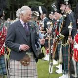 11. August 2016: Prinz Charles ist in Ballater bei den Highland Games - Kilt ist hier natürlich Pflicht.