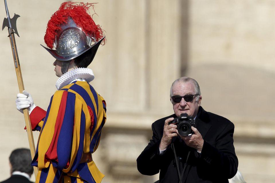 27. März 2016: König Albert von Belgien besucht die Ostermesse von Papst Franziskus im Vatikan.