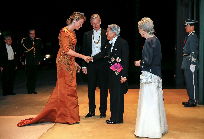 11. Oktober 2016: Besuch aus Belgien in Japan. Das Kaiserpaar begrüßt im Palast Mathilde und Philippe zu einem Bankett.