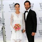 16. Juni 2016: Bei der Polar Music Prize Verleihung in Stockholm strahlen Prinzessin Sofia und Prinzessin Victoria in ihren weißen Kleidern um die Wette. Auch ihre Partner Prinz Carl Philip und Prinz Daniel machen in ihren Smokings eine gute Figur. Fast könnte man denken, es handelt sich bei den Fotos um Hochzeitsbilder.