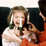 Beim Weihnachtsfotoshooting 1984 zeigt Victoria sich als glückliches, aufgewecktes Kind.