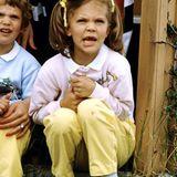 Im Alter von sieben Jahren zeigt sich Prinzessin Victoria im Sommerurlaub mit Zöpfen - wie die schwedische Kinderheldin Pippi Langstrumpf.