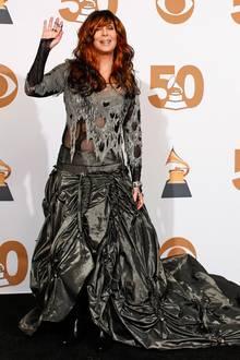 Cher ist ja für ihre sehr schrägen Looks hinlänglich bekannt. Der Zombie-Look, den sie bei der 50. Grammy-Verleihung im Jahr 2008 zeigte, war aber besonders gruselig.