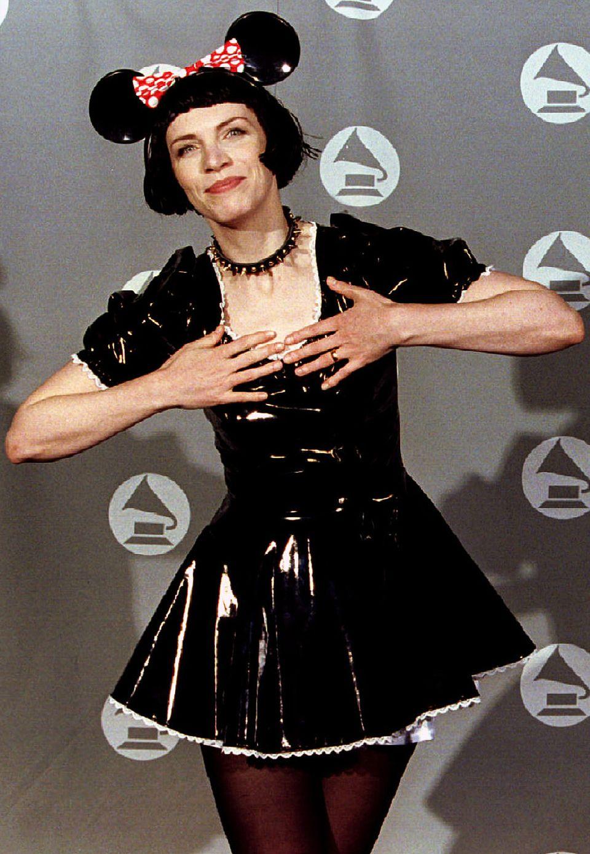 Verkleidungen sind was für den Karneval, aber nichts für den roten Teppich. Annie Lennox ließ es sich 1995 dennoch nicht nehmen, sich als Minnie Mouse zu kostümieren.