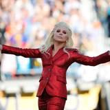 Lady Gaga gibt mit der Nationalhymne den Auftakt für den 50. Super Bowl im Levi's Stadium in Santa Clara.