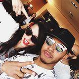 In der VIP-Lounge von Lewis Hamilton steigt eine Party unter Freunden, zu der auch Adriana Lima eingeladen ist.