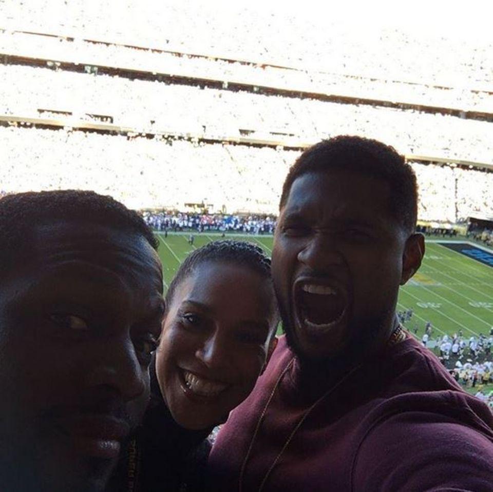 """Roooar! Usher brüllt aus seiner VIP-Lounge für die """"Carolina Panthers"""" heraus. Seine Raubkatzen enttäuschen ihn dennoch."""