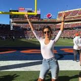 Vor zwei Jahren fährt Alessandra Ambrosio zum ersten Mal zum Super Bowl. Seitdem hat sie das Football-Fieber gepackt, sodass sie nun wieder für den Support beider Teams gekommen ist.