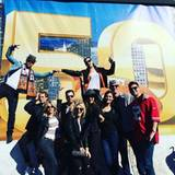 Die Schauspielerin Julianne Hough ist gleich mit einer ganzen Gruppe von Freunden angereist. Sie werden sich im Levi's Stadion ebenfalls unter die Bronco-Fans mischen.