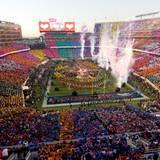 Der Super Bowl ist jährlich das größte Sportevent in den USA. Das Stadion fasst 75.000 Zuschauer und weltweit vergfolgen fast eine Milliarde Zuschauer das Football-Spektakel.