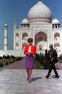 Im April 2016 werden Prinz William und Herzogin Catherine ihr folgen und das Mausoleum besuchen.