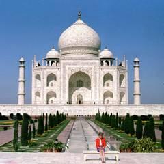 Eine einsame Frau vor dem großen Taj Mahal: Prinzessin Diana besucht Indien im Februar 1992.