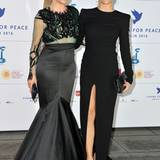 """Zwei Thomallas, zwei Stile: Wo uns die sexy Eleganz von Sophia Thomalla großartig gefällt, hätte Mutter Simone für die """"Cinema for Peace""""-Gala etwas zurückfahren können."""