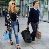 April 2016  Weiter geht's gemeinsam um die Welt: Heidi Klum und Vito Schnabel kommen aus Los Angeles und sind in Heathrow, London, gelandet. Ganz gentlemanlike trägt Vito Heidis Tasche.
