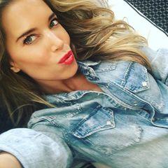 Slyvie Meis gibt sich sexy und verteilt auf Instagram Küsschen für ihre Fans.