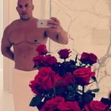 Auf seinem Valentins-Foto zeigt sich Vin Diesel nur mit einem Handtuch bekleidet.