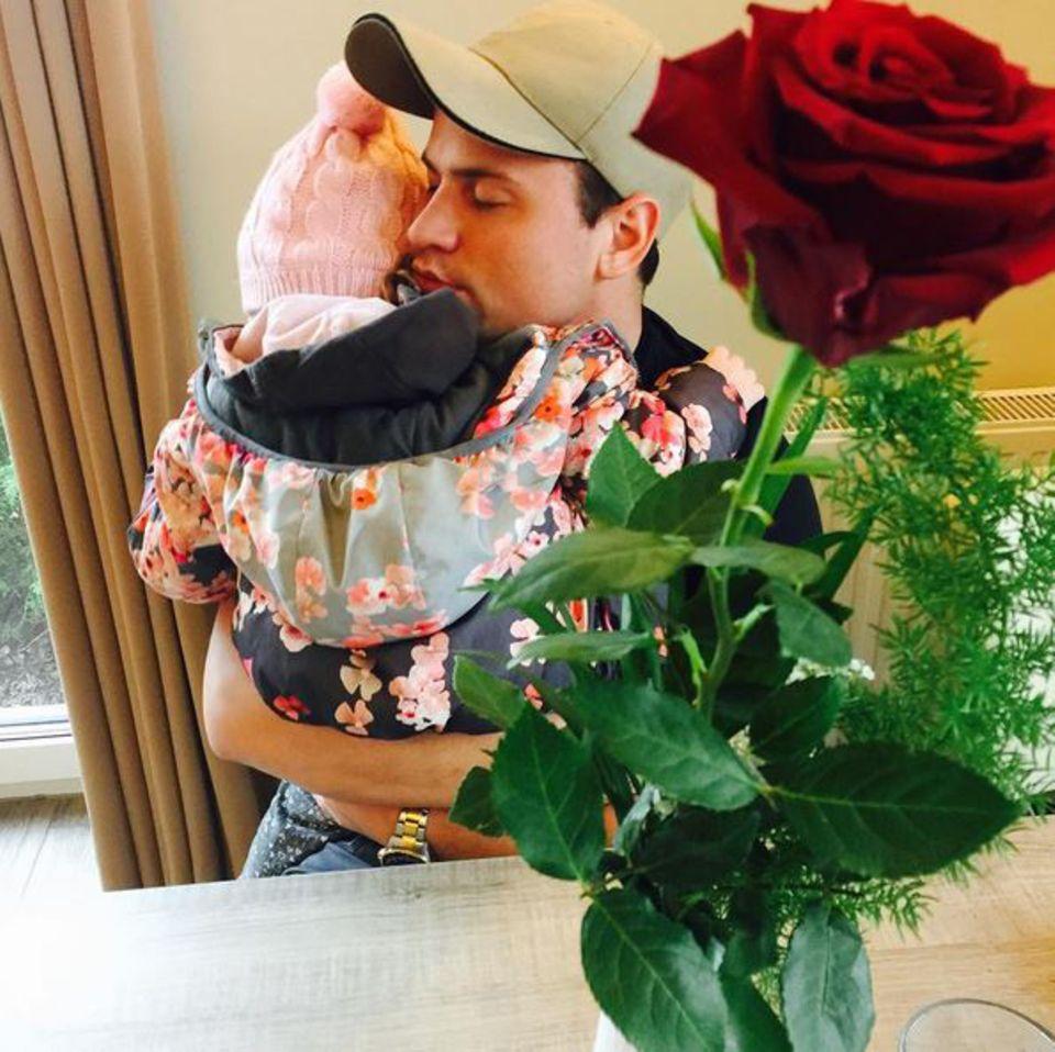 Rocco Stark hat sich nun endlich zu seiner neuen Liebe Angelina Heger bekannt ...