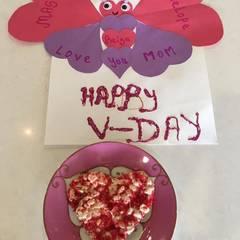 Mason und Penelope Disick überraschen ihre Mama Kourtney Kardashian mit einem Valentins-Frühstück.
