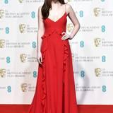 Ganz hübsch, aber nicht wirklich besonders wirkt Dakota Johnsons rotes Kleid von Dior.