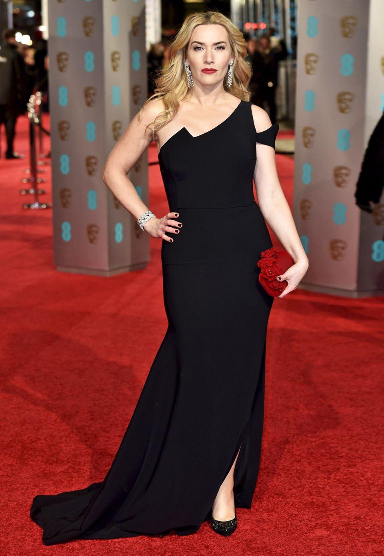 Kate Winslet bleibt bei ihrem schlicht-eleganten Stil. Bei den Bafta Awards in London trägt sie ein schwarzes One-Shoulder-Kleid von Antonio Berardi sowie Schuhe und Clutch von Jimmy Choo.