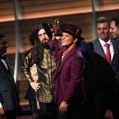 """Bruno Mars und seine Band können """"Upton Funk"""" als die Single des Jahres feiern."""