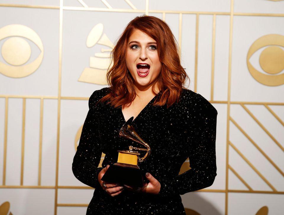 Meghan Trainor wird als Beste neue Künstlerin geehrt.