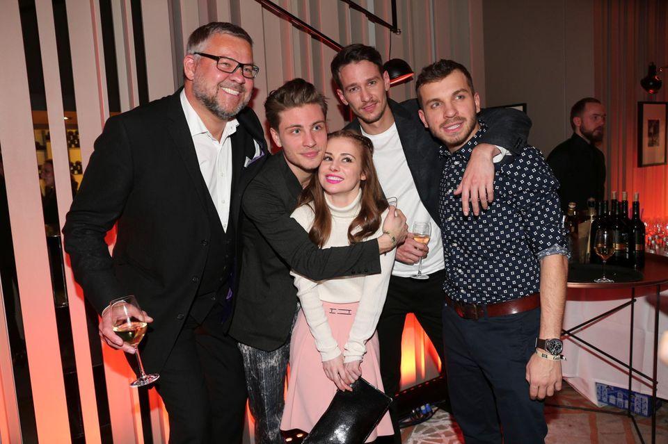 Oliver Fock (Cinestar), Jannik Schümann, Josefine Preuss, Vladimir Burlakov und Edin Hasanovic haben ordentlich gute Laune mitgebracht.