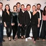 """Der Cast von """"Ku'damm 56"""" posiert bei der Eröffnungsfeier der Berlinale von GALA und UFA."""