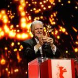 Michael Ballhaus wird mit dem Goldenem Ehrenbären für sein Lebenswerk geehrt.