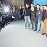 """Die Cast des Eröffnungsfilms """"Hail, Caesar!"""" erscheint geschlossen zur Pressekonferenz."""