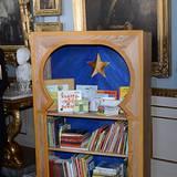 Zur Taufe von Estelle haben Prinzessin Victoria und Prinz Daniel dieses Bücherregal geschenkt bekommen, welches Platz im Kinderzimmer von Prinzessin Estelle findet.