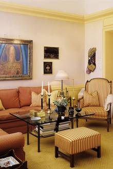 Das Interieur von Schloss Skaugum ist gekennzeichnet durch warme Farben.