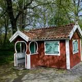 Ein Highlight für Prinzessin Estelle ist sicherlich ihr lebensgroßes Spielhaus im Garten des Schlosses.