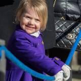 März 2015  Prinzessin Estelle strahlt mit der Sonne um die Wette - das kann sie gut.