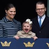 """April 2014  Prinzessin Estelle singt am lautesten """"Happy Birthday"""" für ihren Opa, König Carl Gustaf."""