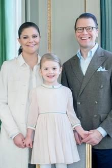 Das letzte Geburtstagfoto zu dritt. Bald schon bekommen Prinzessin Estelle ein kleines Geschwisterchen