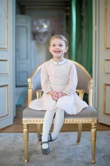 Zum vierten Geburtstag der kleinen Prinzessin veröffentlichte das Königshaus ein neues Foto des süßen Palastsonnenscheins