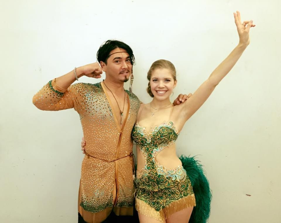 Kostümprobe: Das Outfit sitzt und Victoria Swarovski und Erich Klann sind mehr als bereit für das Finale. Es kann also losgehen.